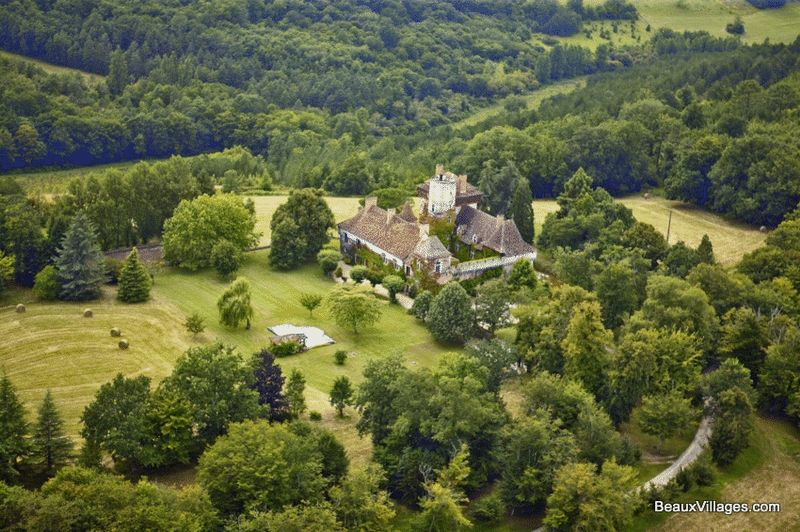 Extraordinary 15th century Chateau with 300 acres