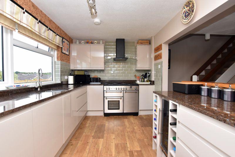 property thumbnail kitchen%282%29.jpg