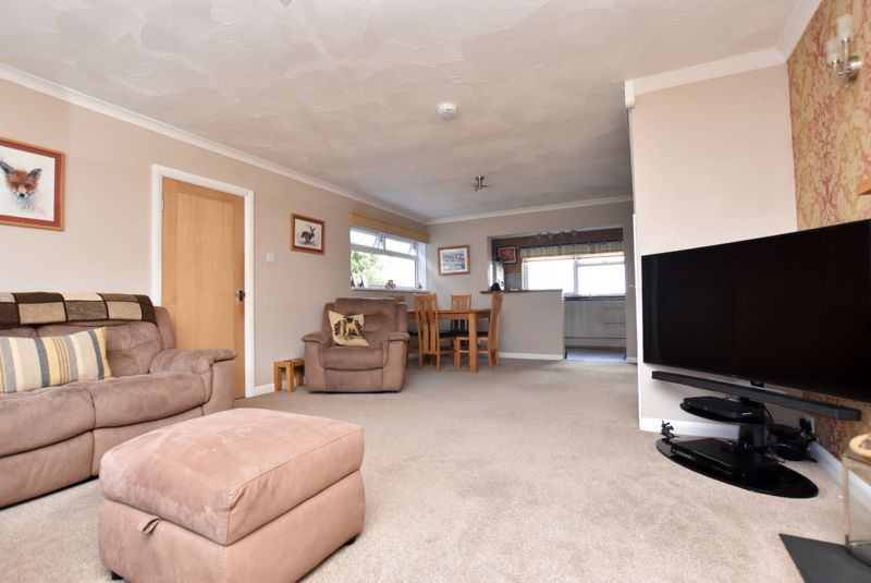 property thumbnail living-room-2%281%29.jpg