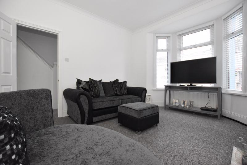 property thumbnail livingroom2.jpg