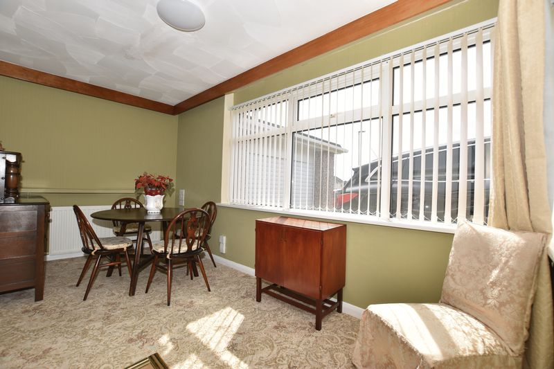 property thumbnail a.dining-room.jpg