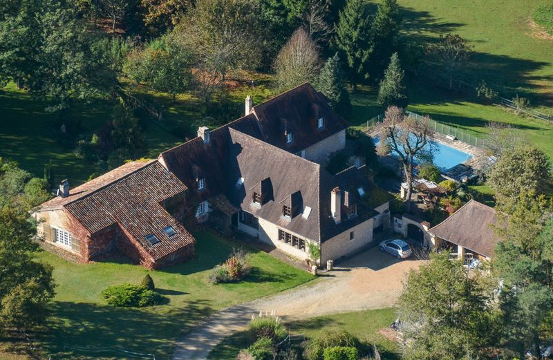 Rare to come up- 7 bed period house in secluded setting, pool, barns and almost 27 hectares