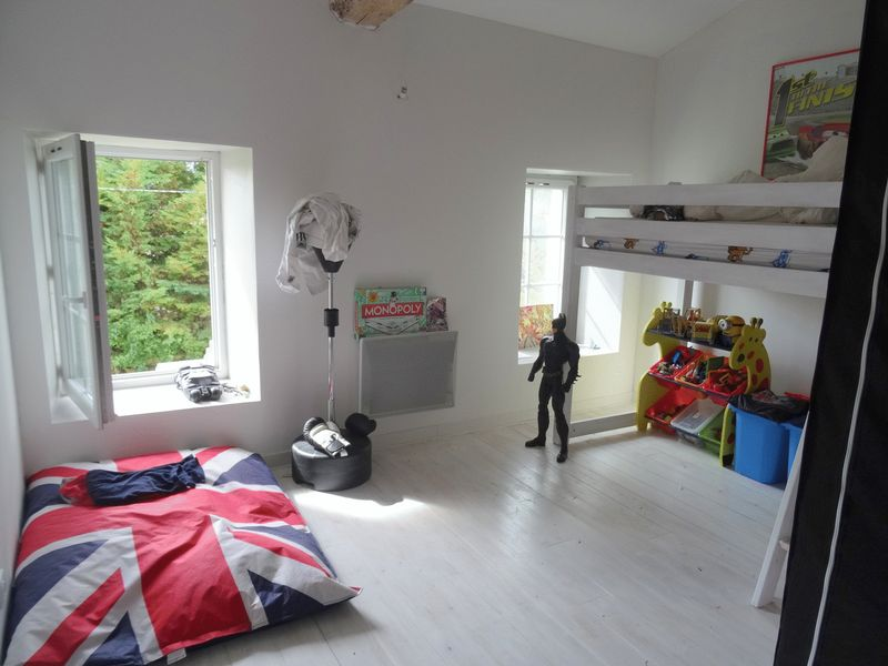 Fabulous detached 4 bedroom house with pool