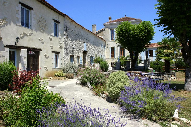 Established gite business with Bed and Breakfast and private home