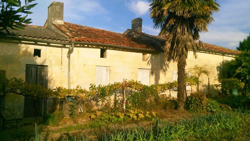 Stone house to renovate near Jonzac