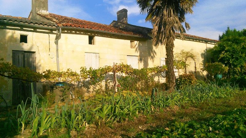 Stone house to renovate near Jonzac