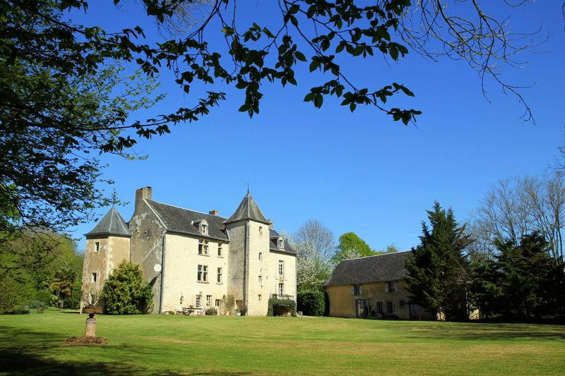 Stunning 15th century château, lake, pool, guest house in 20 acres