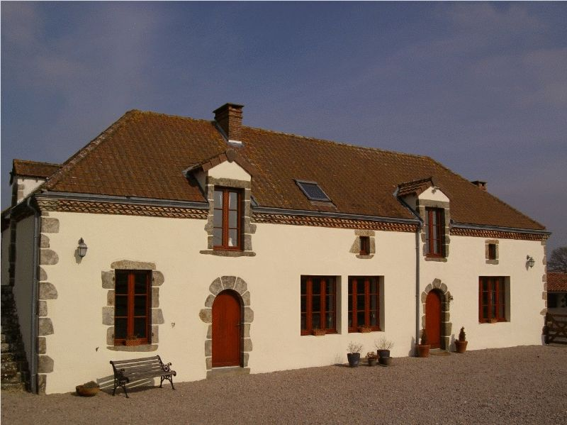Stunning restored farmhouse with stables, pasture and lake