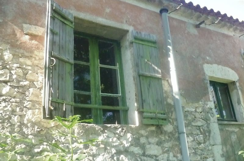 Ripe for renovation! Pretty stone built house on edge of a Bastide village