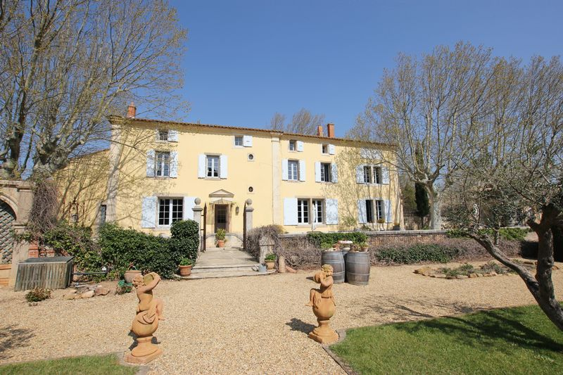 Exceptional landscaped gardens, surround by vineyards