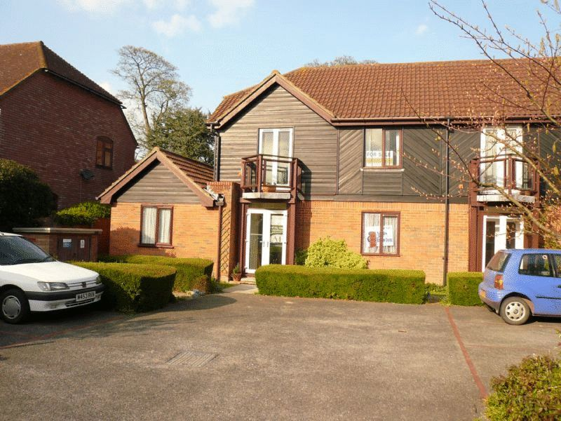 Mansfield Court, Riverside Close, Bridge, Ct4 5tn- Available Beginning Of May- Unfurnished£730 PCM