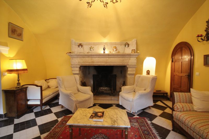 Romantic 17th Century manor house in a popular historical town in South West France