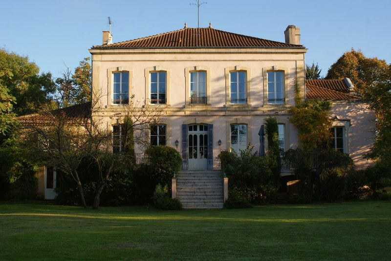 Completely renovated to high standard for this XVIII century