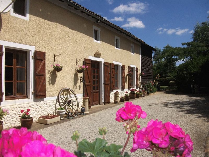 Charming 5 bed house with 2 bed gite, in excellent order