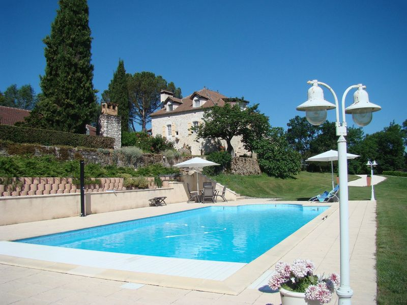 Stunning stone property with guest accommodation, pool, stables and 12 ha of land