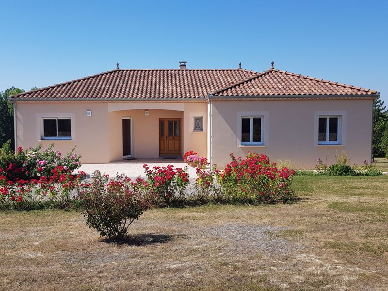 Wonderful modern home with good views near Montcuq