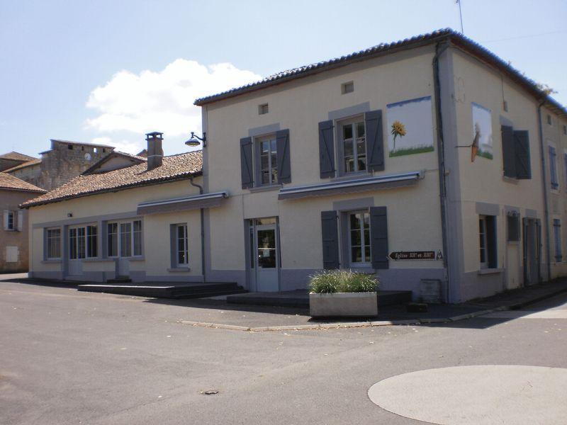 Chic new bar- restaurant in popular village