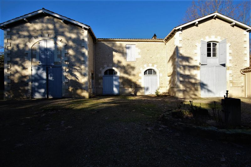 Very beautiful 350m2 house in high quality close Marmande