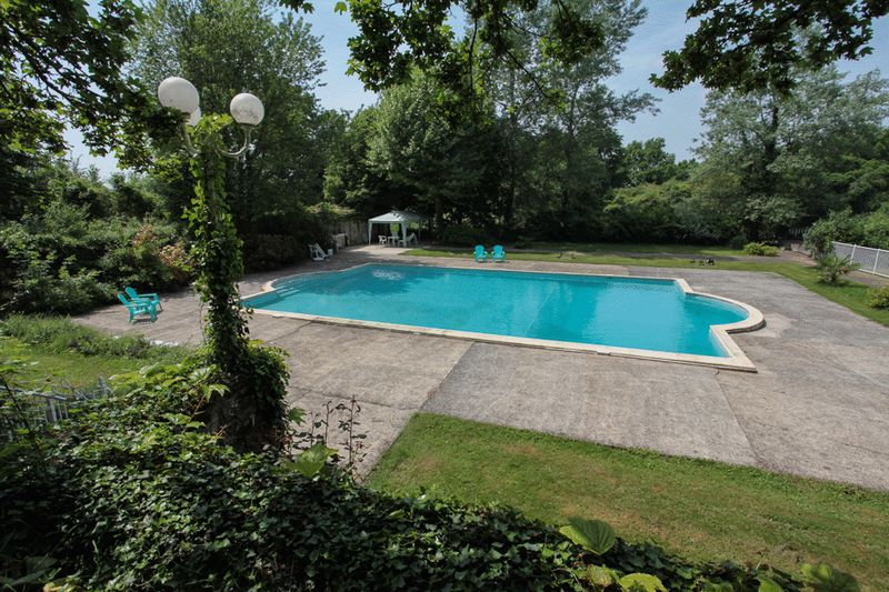Charentaise manor house with 2 gites - Large reduction in price