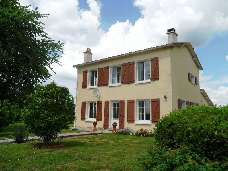 Detached house in large flat gardens in hamlet location