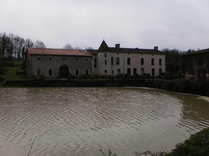 Manor house, barn conversion, views over huge lake
