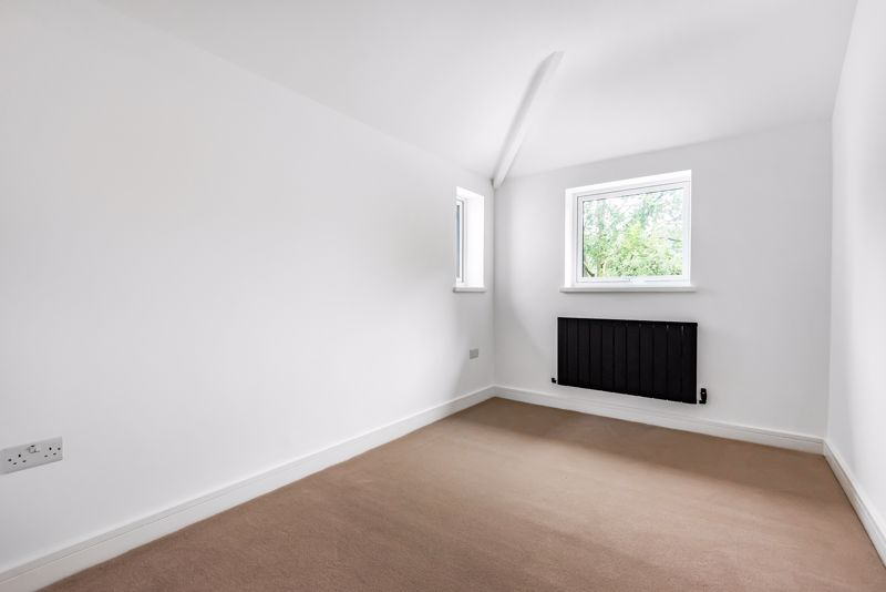 4 bedroom detached house For Sale in Banstead - Photo 13.