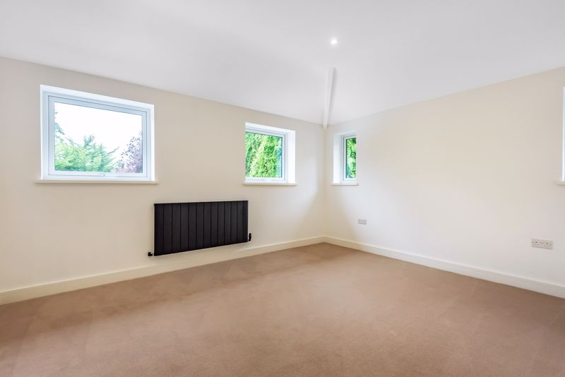 4 bedroom detached house For Sale in Banstead - Photo 19.