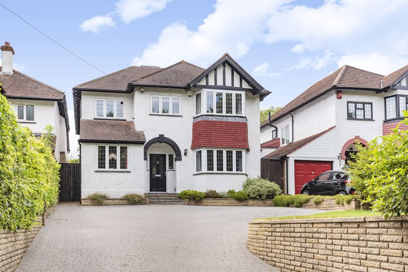 5 bedroom detached house For Sale in Carshalton Beeches - Photo 1.
