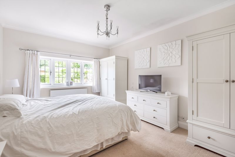 5 bedroom detached house For Sale in Carshalton Beeches - Photo 6.