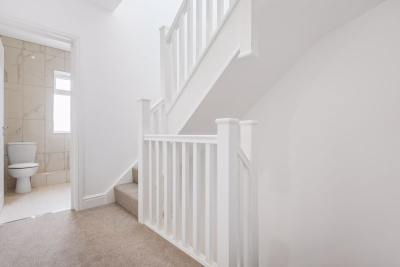 4 bedroom detached house For Sale in Carshalton Beeches - Photo 13.
