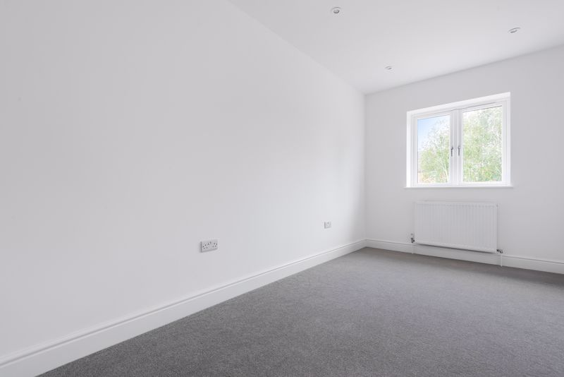4 bedroom detached house For Sale in Carshalton Beeches - Photo 6.