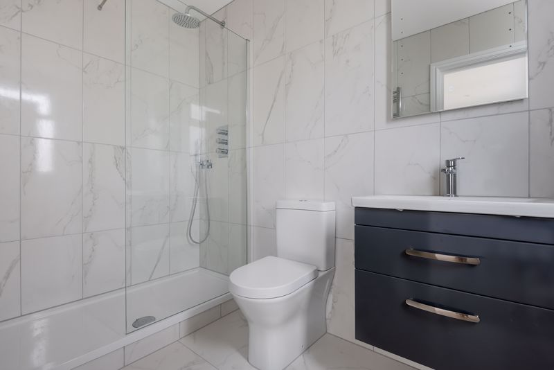 4 bedroom detached house For Sale in Carshalton Beeches - Photo 8.
