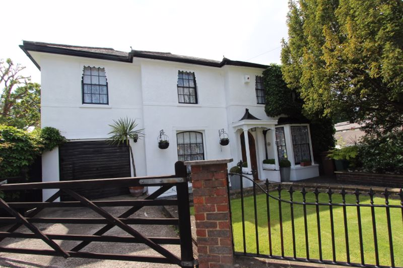 4 bedroom detached house For Sale in Carshalton Beeches - Photo 15.