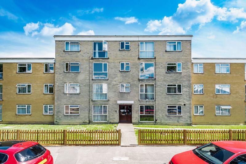 1 bedroom upper floor flat flat For Sale in Sutton - Photo 18.