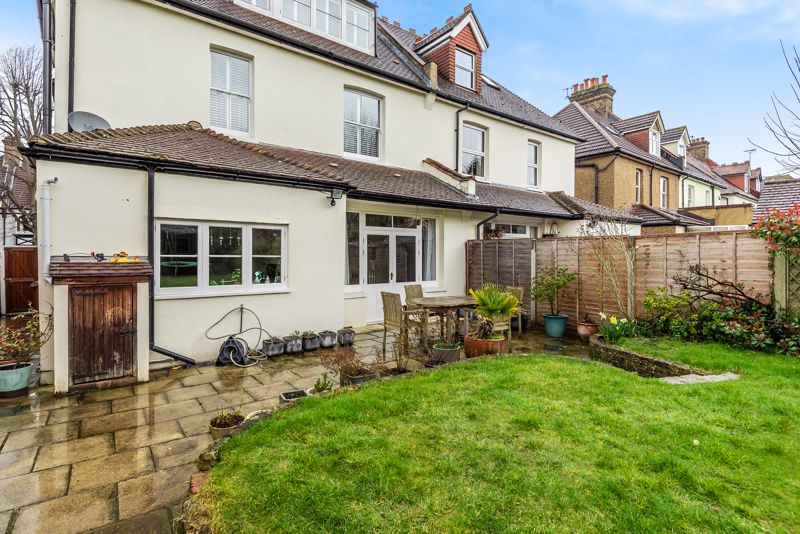5 bedroom semi detached house SSTC in South Sutton - Photo 17.