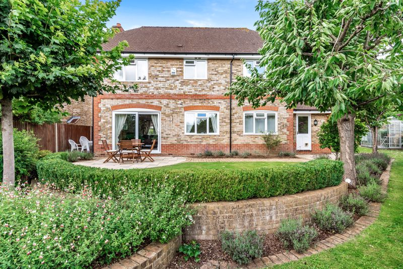 4 bedroom detached house SSTC in Carshalton Beeches - Photo 10.
