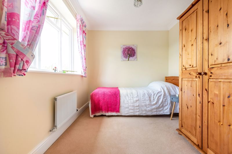 4 bedroom detached house SSTC in Carshalton Beeches - Photo 11.