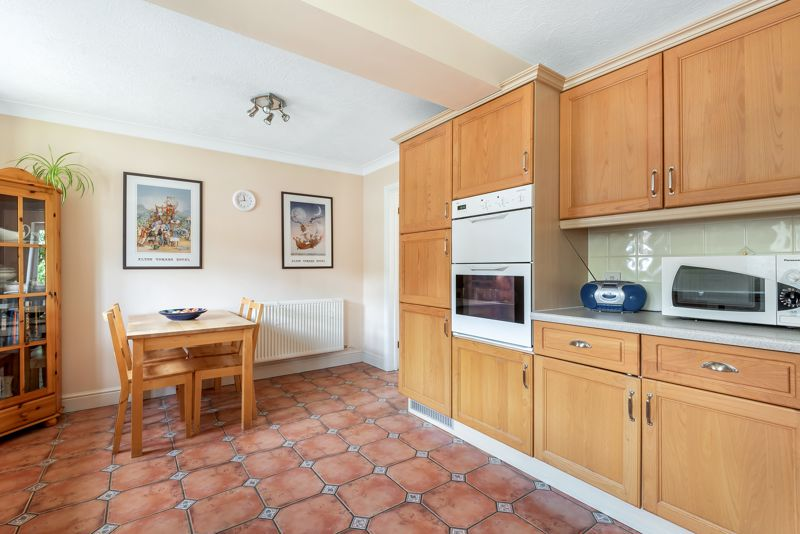 4 bedroom detached house SSTC in Carshalton Beeches - Photo 16.