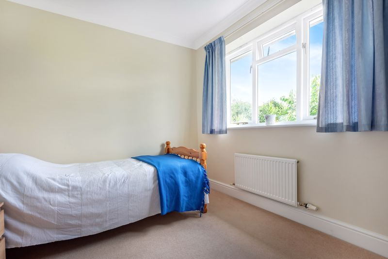 4 bedroom detached house SSTC in Carshalton Beeches - Photo 17.