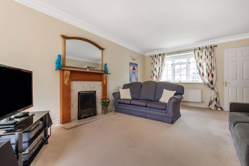 4 bedroom detached house SSTC in Carshalton Beeches - Photo 2.