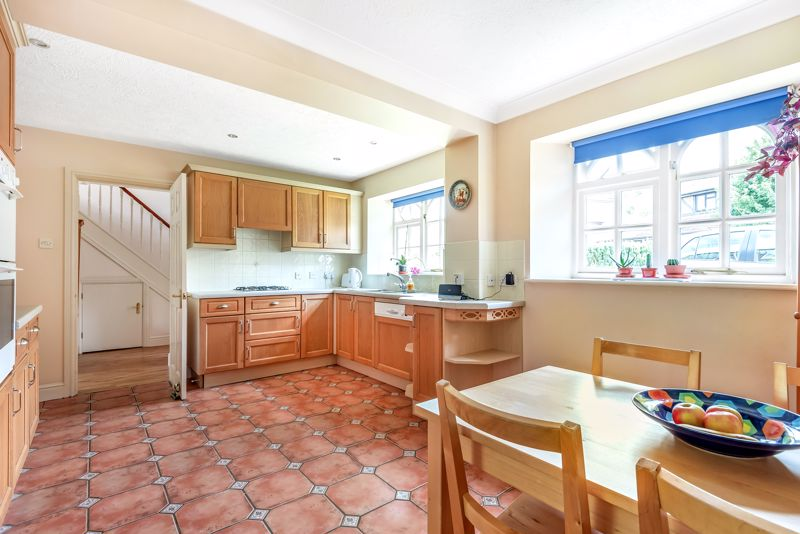 4 bedroom detached house SSTC in Carshalton Beeches - Photo 5.