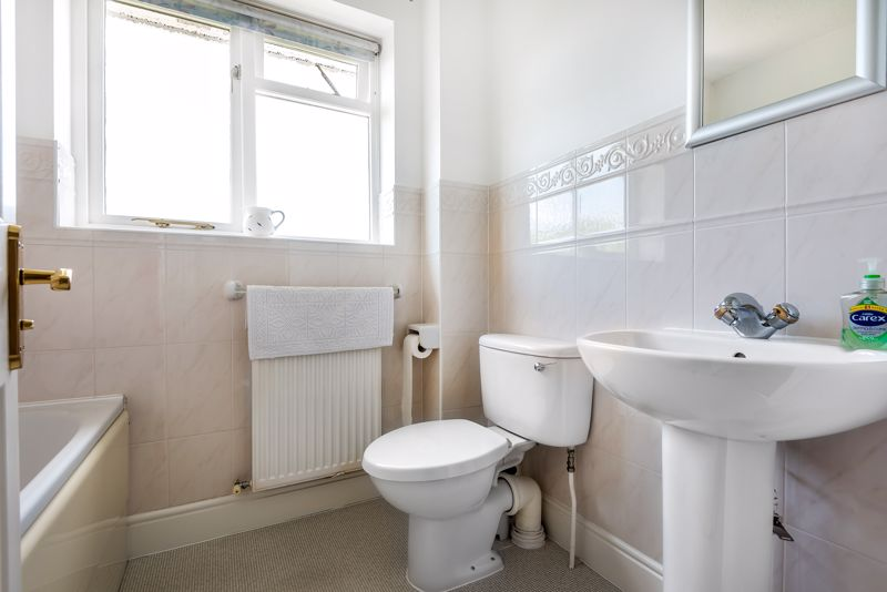4 bedroom detached house SSTC in Carshalton Beeches - Photo 8.