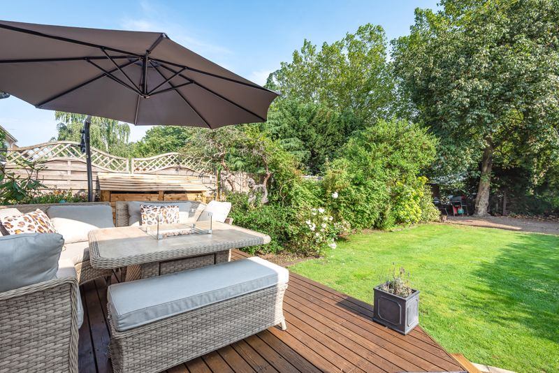 5 bedroom detached house For Sale in Sutton - Photo 10.