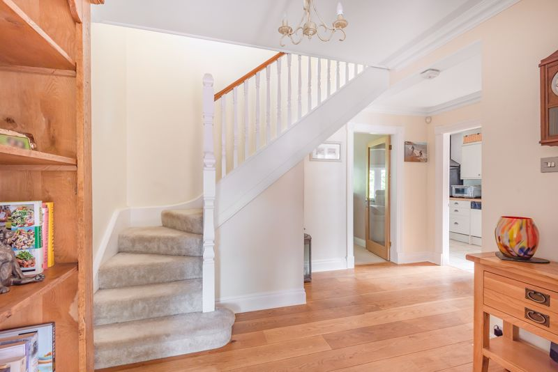 5 bedroom detached house For Sale in Sutton - Photo 14.