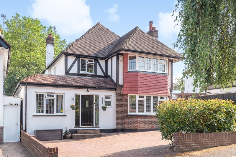 5 bedroom detached house For Sale in Sutton - Photo 17.