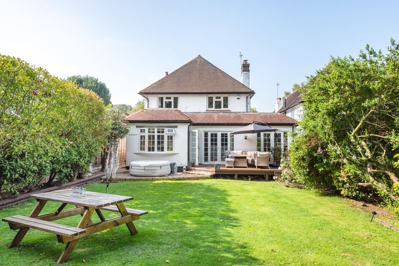 5 bedroom detached house For Sale in Sutton - Photo 18.