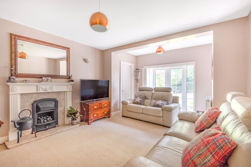 5 bedroom detached house For Sale in Sutton - Photo 2.