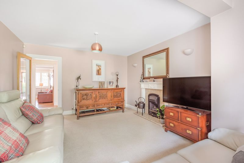 5 bedroom detached house For Sale in Sutton - Photo 3.