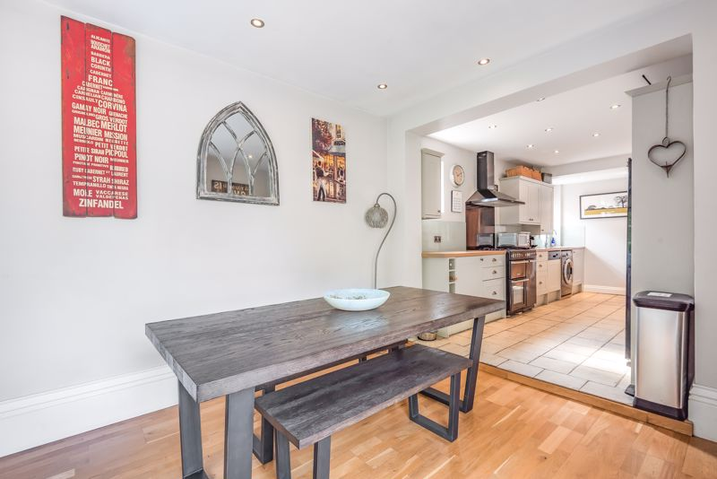 5 bedroom detached house For Sale in Sutton - Photo 4.