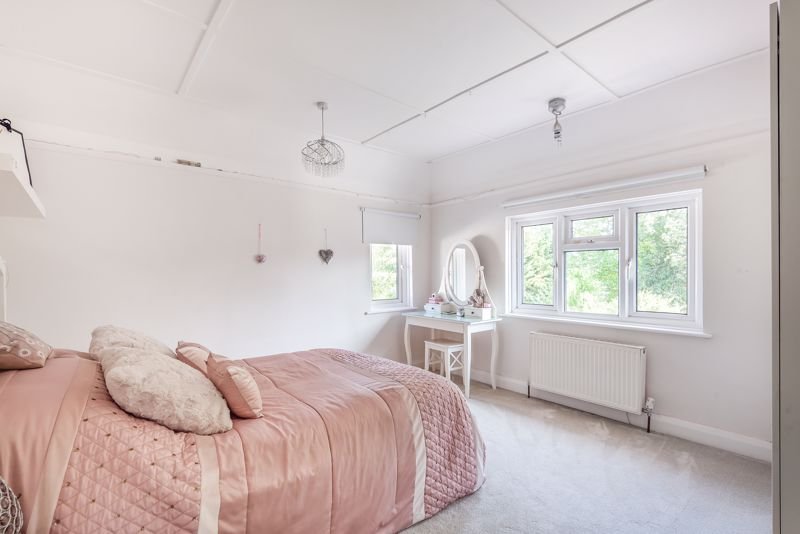 5 bedroom detached house For Sale in Sutton - Photo 6.